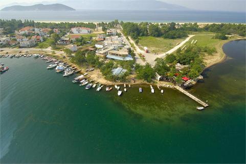 Керамоти - крайбрежна ивица